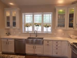 shaker style kitchen cabinet hardware white shaker style kitchen cabinets with hickory hardware
