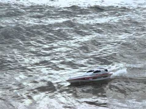 boat riding wave blue streak syma 7008 racing rc speed boat riding swanage