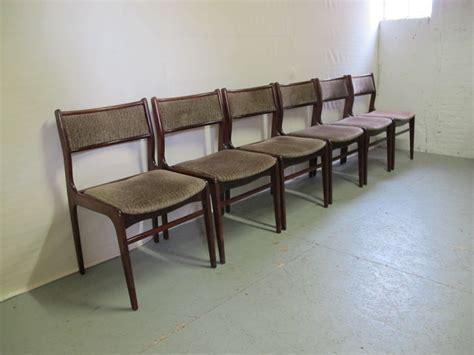lot de chaises 2180 fabricant inconnu ensemble de six chaises en bois de
