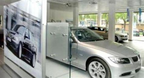 ladari di lusso concessionaria svaligiata rubate le plance delle auto di lusso