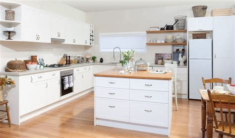 Bunnings Kitchen Benchtops by Get The Look Antique White Cabinets With Pepper Leaf And