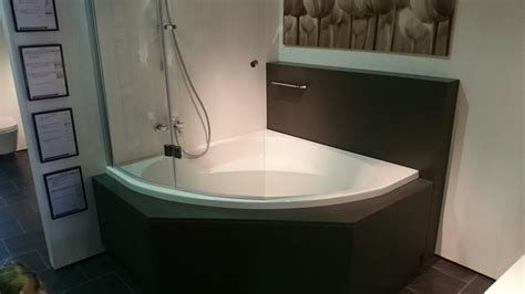 hoekbad plaatsen 25 beste idee 235 n over hoekbad op pinterest hoekbad bad