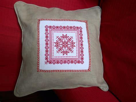 cuscini in cuscino in lino ricamato a mano a punto croce per la