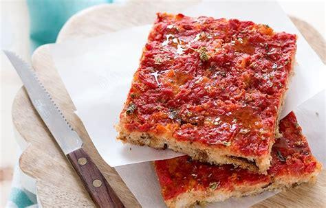 come utilizzare il pane secco in cucina pizza di pane come riciclare il pane secco in un piatto