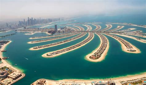 Palm Island Sinking by What S It Like To Stay On Dubai S Palm Jumeirah The Palm
