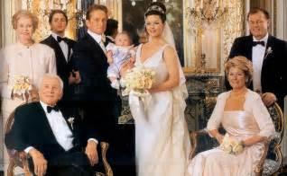 catherine zeta and michael douglas family wedding pic round birthday cake for husband 12 on round birthday cake for husband