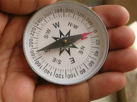 Kompas Magnet Navigasi Compass Survival Navigation how to use a compass fundamentals of orienteering