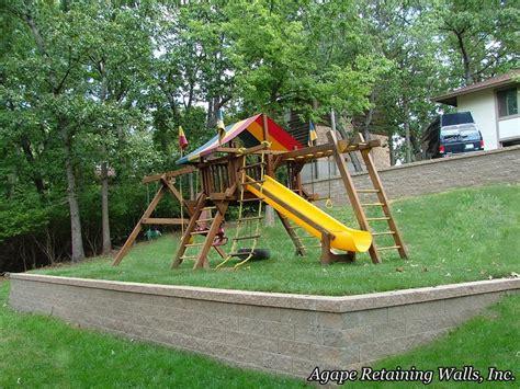 Retaining Wall On Sloped Backyard by Swingset On Sloped Retaining Wall Yard Playsets
