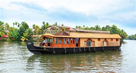 luxury boat houses spice routes luxury house boat alleppey online booking of spice routes luxury