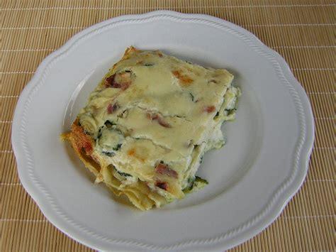 cucina con lasagne lasagne con zucchine in cucina con zia lora