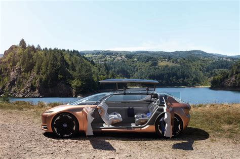 renault symbioz is a self driving car and an room in