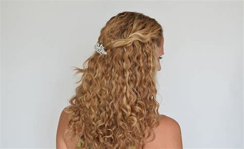 Easy Bridesmaid Hairstyles For Curly Hair by 3 Gorgeous Bridesmaid Hairstyles For Curly Hair Justcurly