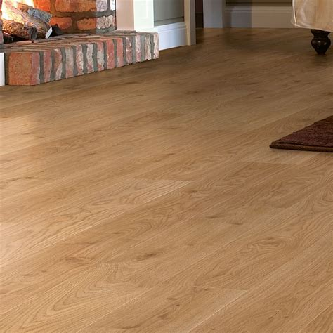 Embossed Oak Laminate Flooring   DIY