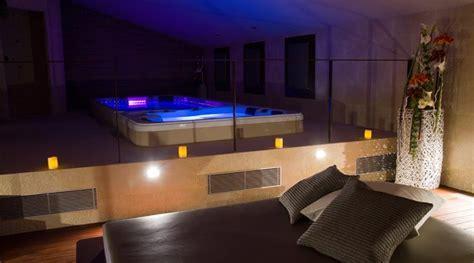 habitacion con jacuzzi catalu a paquete rom 225 ntico en botarell petits grans hotels de