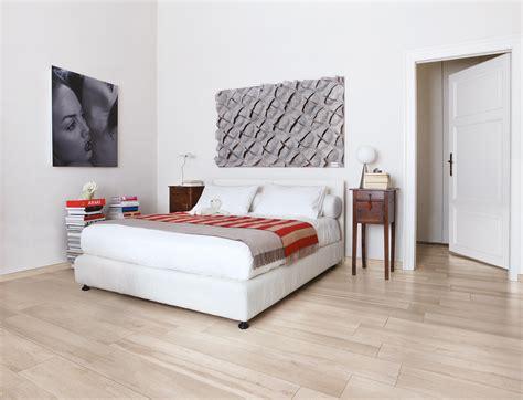 piastrelle da letto da letto luminosa con a pavimento la collezione