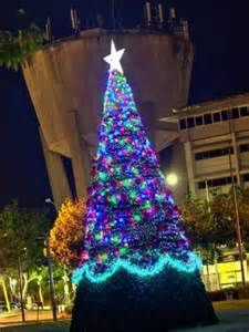 memory wire 4 12 ft christmas tree palmerston council s 45 000 cyclone proof tree abc news australian broadcasting