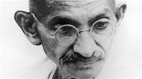 biography about gandhi mahatma gandhi anti war activist biography com