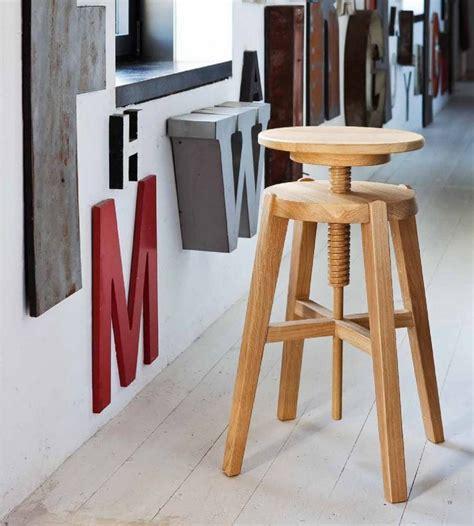 sgabelli ikea legno sgabello move di altacorte in legno rovere o noce moderno