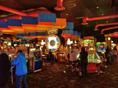 the games room in dave busters picture of dave and