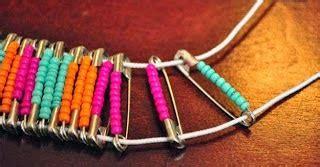 membuat kerajinan gelang dari benang hasil produk daur ulang membuat gelang dari manik manik