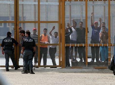 questura di perugia ufficio permessi di soggiorno spacciatore torna in tunisia dopo quattro arresti