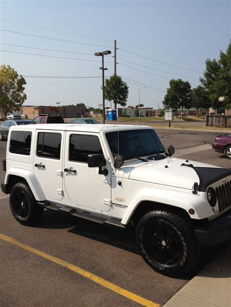 sahara jeep white 2012 jeep wrangler unlimited sahara black on white jeeps