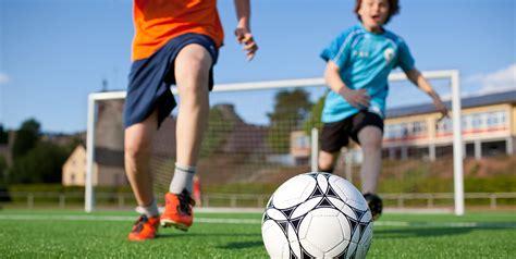 alimentazione per calciatori nutrizione per il calcio allenamento partita recupero