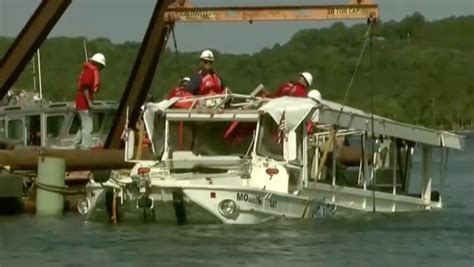 duck boat ky3 coast guard salvage team recovers duck boat involved in