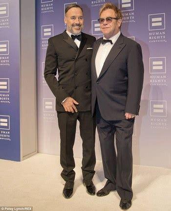 elton john pasangan elton john resmi nikahi pasangan gay nya