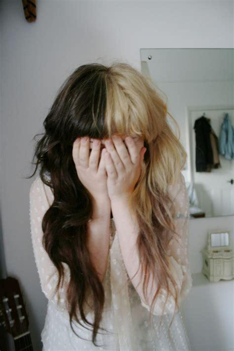 half blonde half brown hair half blonde half brown straight bang loose curl hair