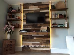 paletten wohnzimmer wand hergestellt den paletten f 252 r ein wohnzimmermobel