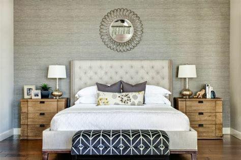 schlafzimmer tapeten gestalten tapete in grau stilvolle vorschl 228 ge f 252 r wandgestaltung