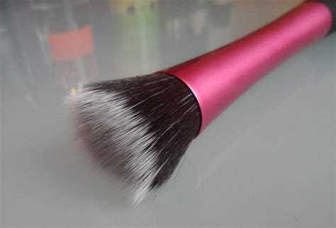 Stipple Brush real techniques stippling brush the vanity