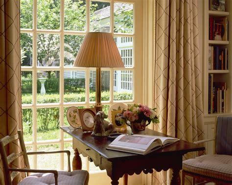 beautiful wallpaper design for home decor фотография интерьер стол окно книга лампа