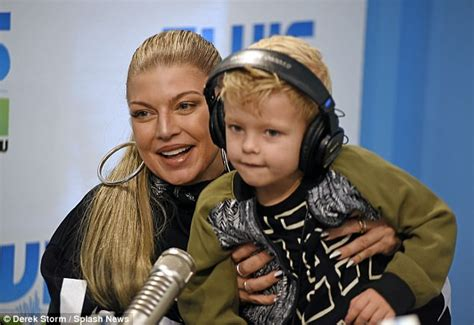 Fergie And Church Show How Its Done Hollyscoop by Fergie And Axl Promote Chart Topping New Album Daily