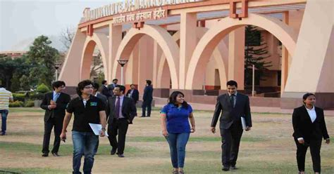 Average Salary Of An Mba Graduate From Iim by Iimi Epgp Placements Average Salary Up At Rs 17 13