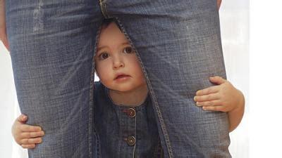 fremdeln ab wann fremdeln angst vor anderen menschen babywelten ch