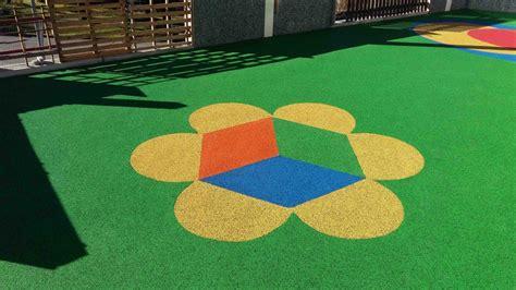 pavimento antitrauma pavimento antitrauma in gomma colato in opera vantaggi e posa