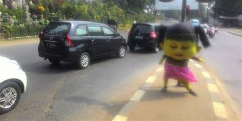 Boneka Disco Boneka Joget Shp02 Eksploitasi Anak Di Balik Wajah Boneka Goyang Kepala