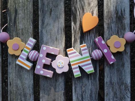 Holzbuchstaben Kinderzimmer Junge by Quot Leni Quot Namenskette Shabby Holzbuchstaben Holz Buchstaben