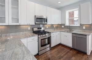 Backsplash Ideas For White Kitchen Great Kitchen Backsplash With Glass Tile Tile Backsplash