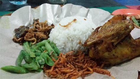 makan nasi puyung pedas  lombok tengah sensasinya