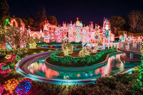 when do they decorate for christmas at disneyland