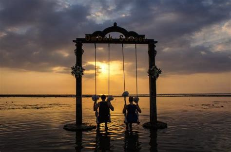 sunset swings reviews sunset on the swing picture of hotel ombak sunset gili