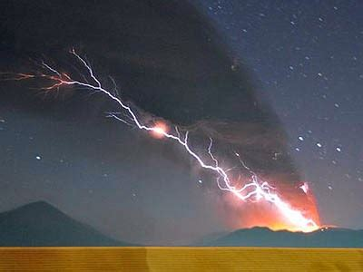 National Geographic 4 Yang Terkuat Di Darat letusan di puncak shinmoedake komplek gunung kirishima