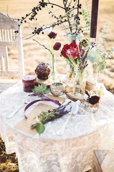 Boho Hochzeit Deko by Nat 252 Rliche Boho Hochzeit In Rot Und Lila Hochzeitsblog
