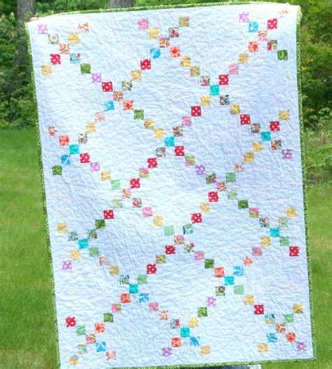 Chain Baby Quilt by The Modern Chain Quilt Cluck Cluck Sew