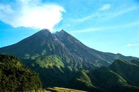 gunung merapi java indonesie mahalocz