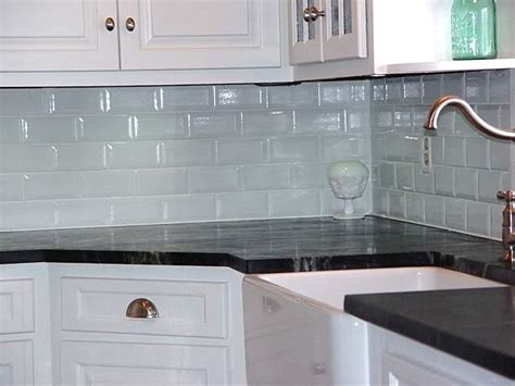 backsplash in the kitchen white subway tile kitchen backsplash ideas kitchenidease