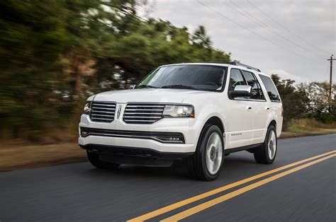 2015 lincoln navigator 2015 lincoln navigator front three quarters in motion photo 2